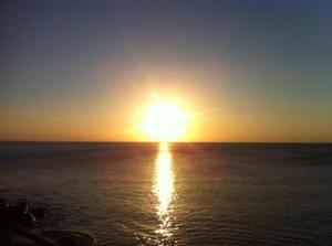 el reflejo de la luz en el agua